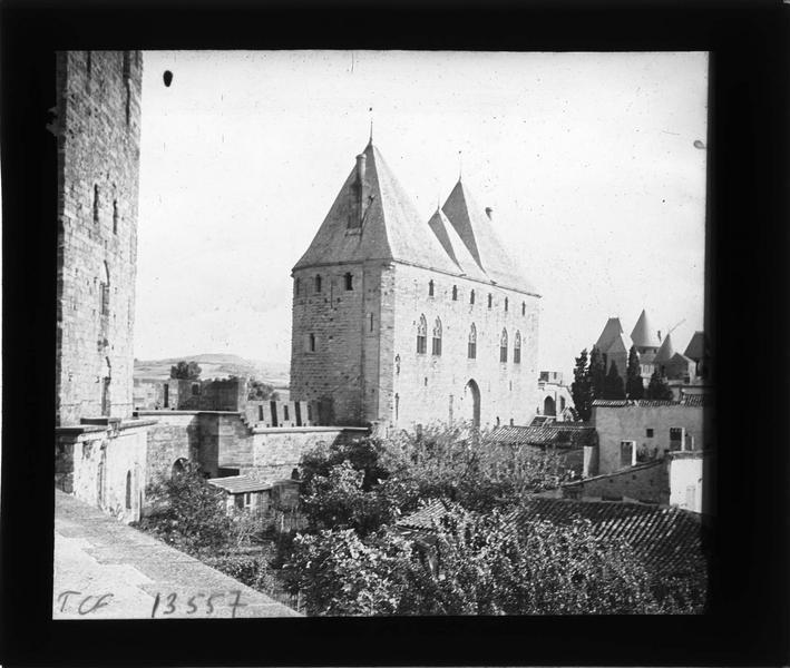 Tours de la Porte Narbonnaise depuis les remparts intérieurs, côté nord