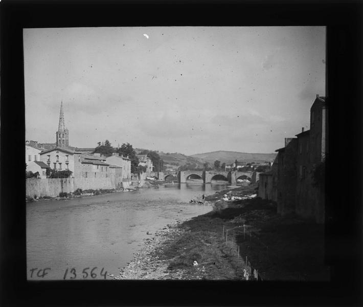 Pont et clocher de l'église Saint-Martin depuis les berges de l'Aude