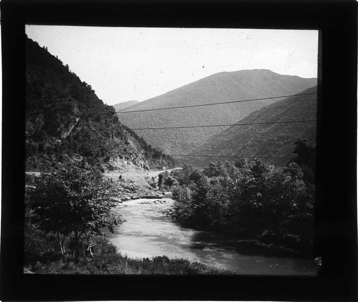 Rivière dans la vallée de l'Aude