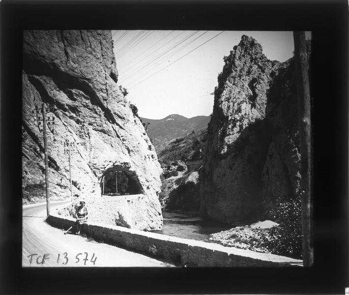 Tunnel, appelé Trou du Curé, sur la route de la vallée de l'Aude