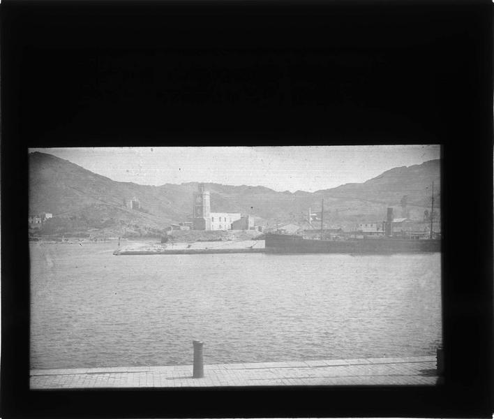 Tour de l'Horloge et navire au premier plan