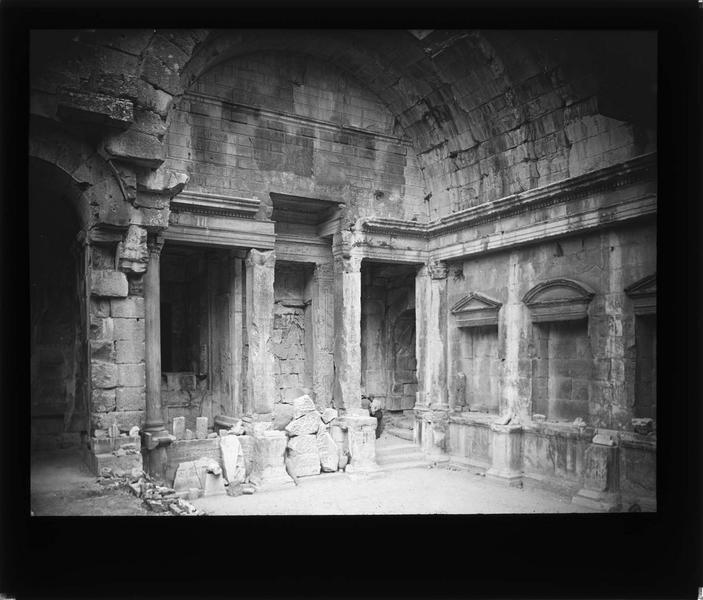 Temple de Diane, intérieur (ruines)
