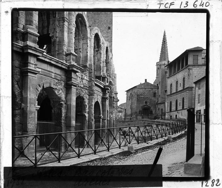 Elévation côté nord-ouest et clocher du Collège Saint-Charles en arrière-plan