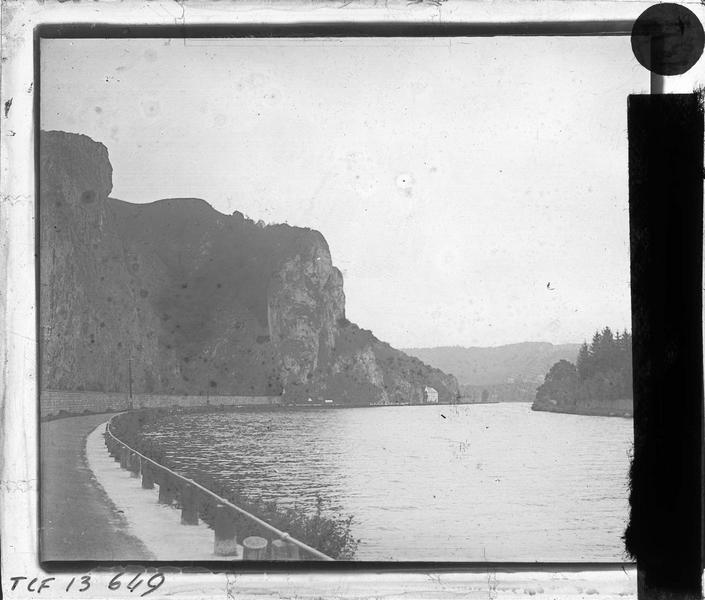 Rocher de Moniat et la Meuse depuis la rue de Givet