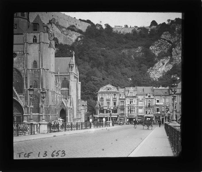 Ensemble depuis le pont sur la Meuse, vue animée