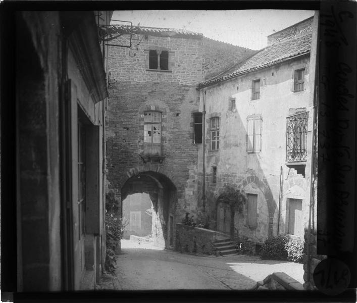 Porte de la première enceinte ouest