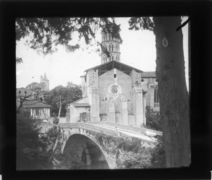 Pont sur L'Arize et chevet de la cathédrale