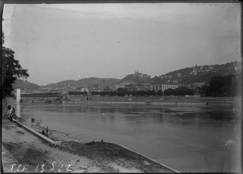 Panorama depuis le quai d'Herbouville