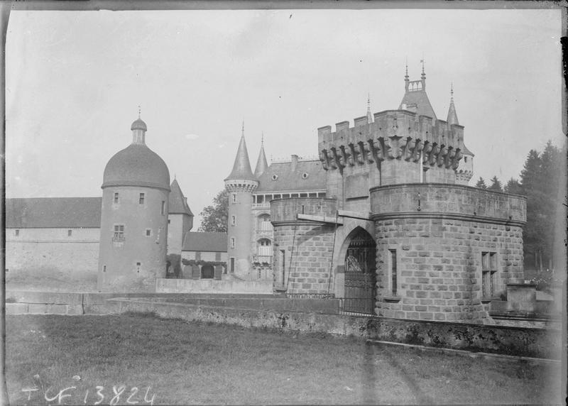 Porte fortifiée et pont-levis