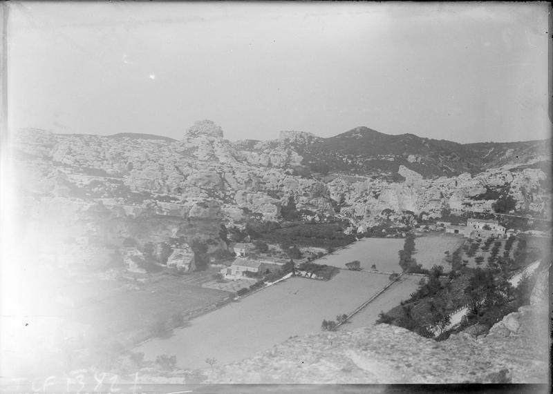 Panorama sur le vallon de la fontaine au pied du village