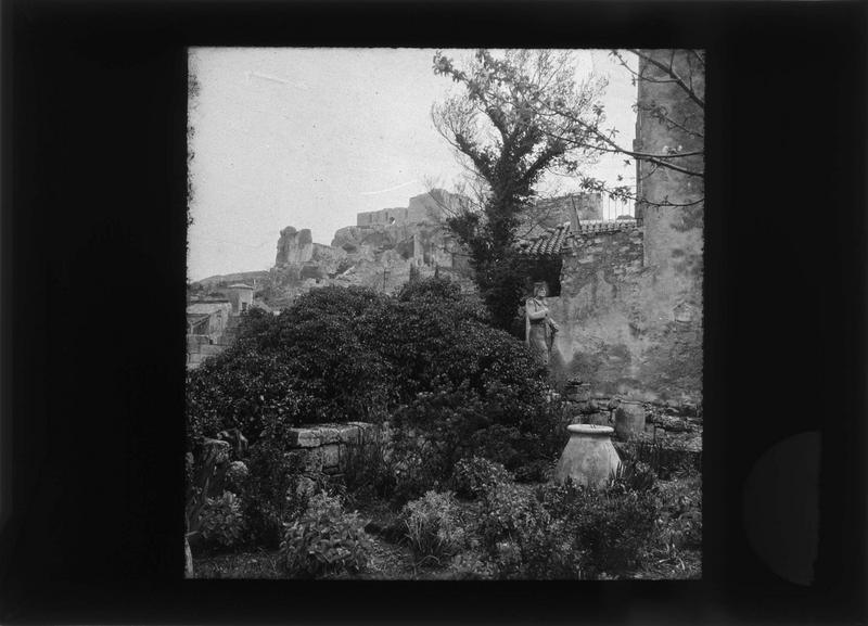Jardin (propriété de M. Hirain) et château en arrière-plan