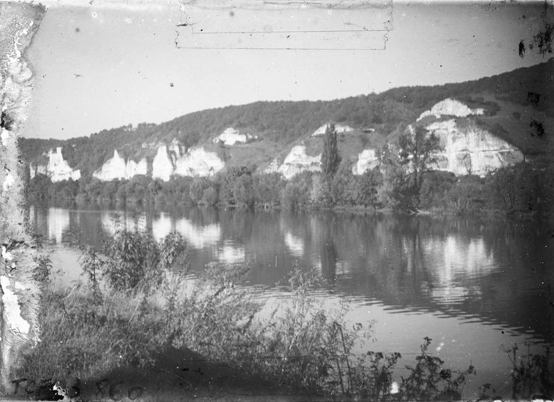 Roches depuis les bords de Seine (sur la commune de Cléon)