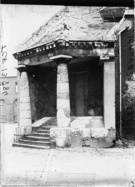 Salle Saint-Pierre, entrée
