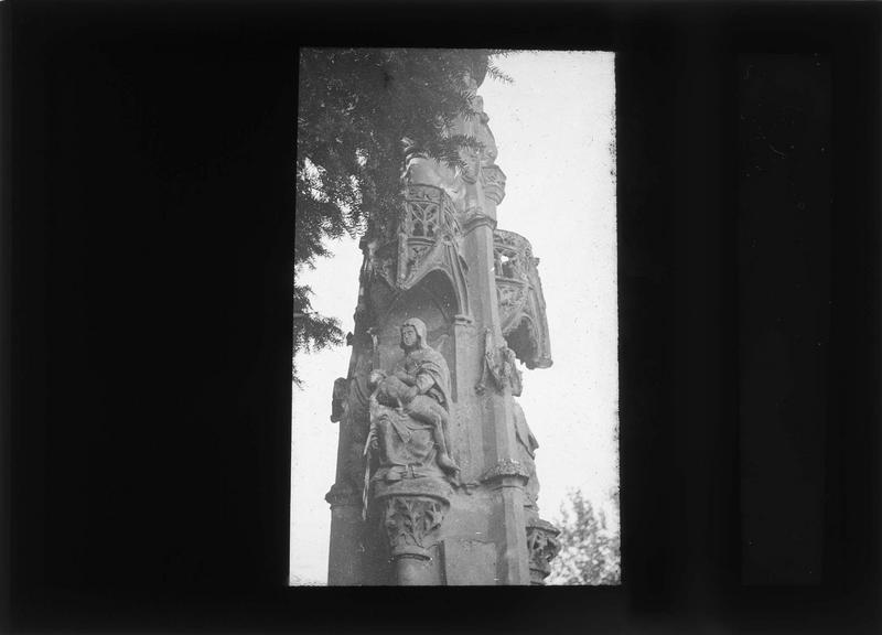 Calvaire en pierre, détail des sculptures