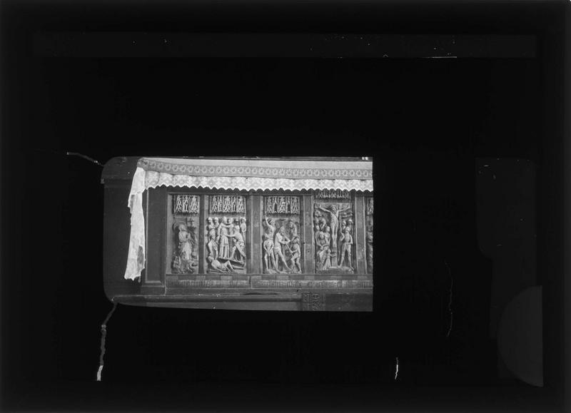 Bas-reliefs servant de devant d'autel, partie gauche : scènes de la Passion du Christ