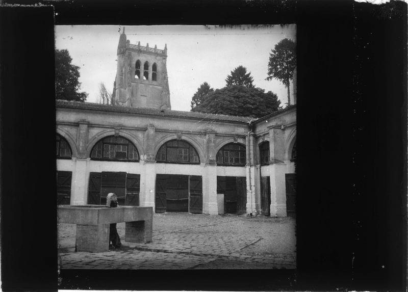 Cloître et tour Saint-Nicolas
