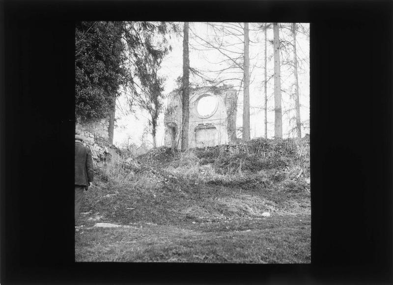 Eglise, transept nord (ruines)
