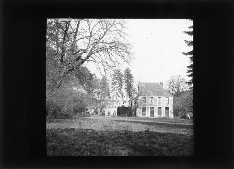 Eglise (ruines) et grand logis