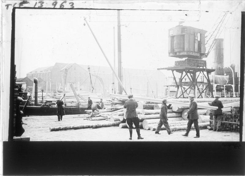 Compagnie Montreuil & Cie, déchargement du bois du Nord, vue animée