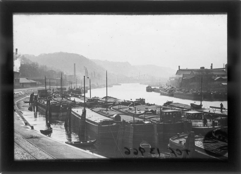 Péniches à quai, île Lacroix (à droite) et viaduc d'Eauplet en arrière-plan