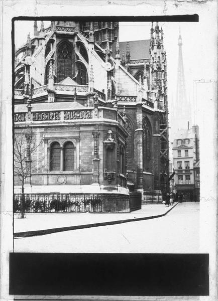 Sacristie et abside, côté nord-ouest