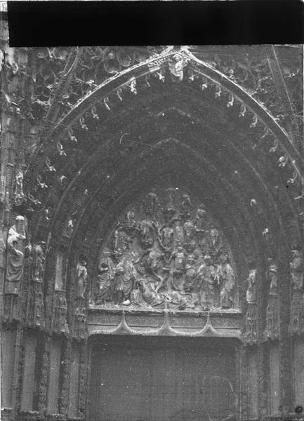 Façade ouest, portail central, tympan représentant l'arbre de Jessé
