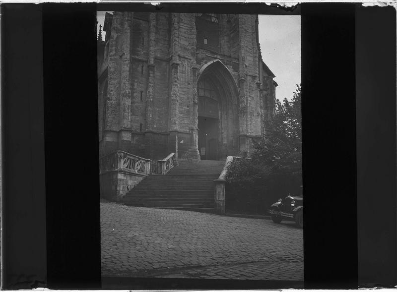 Façade ouest, escalier et portail