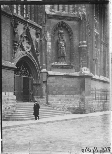 Façade sud, porte Saint-Christophe et statue de saint Christophe portant Jésus sur ses épaules