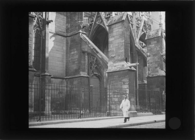 Transept sud, détail des arcs-boutants et contreforts