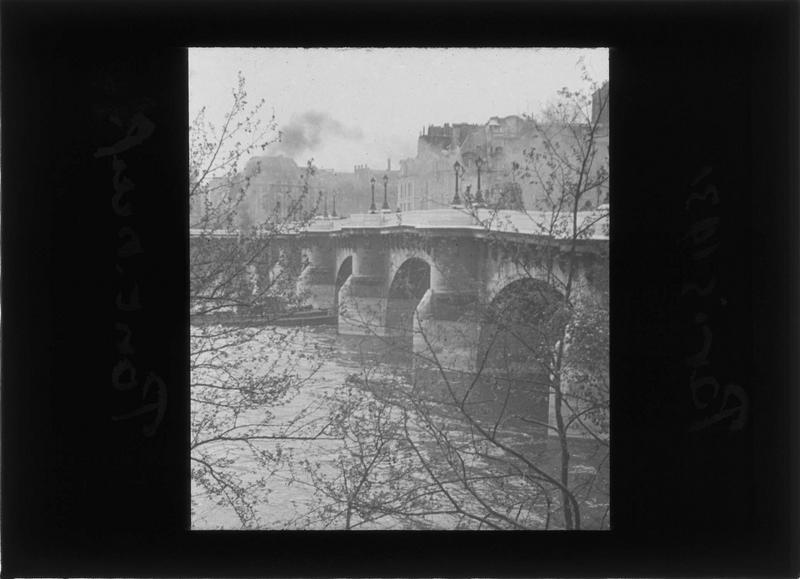 Arches depuis le quai de Conti