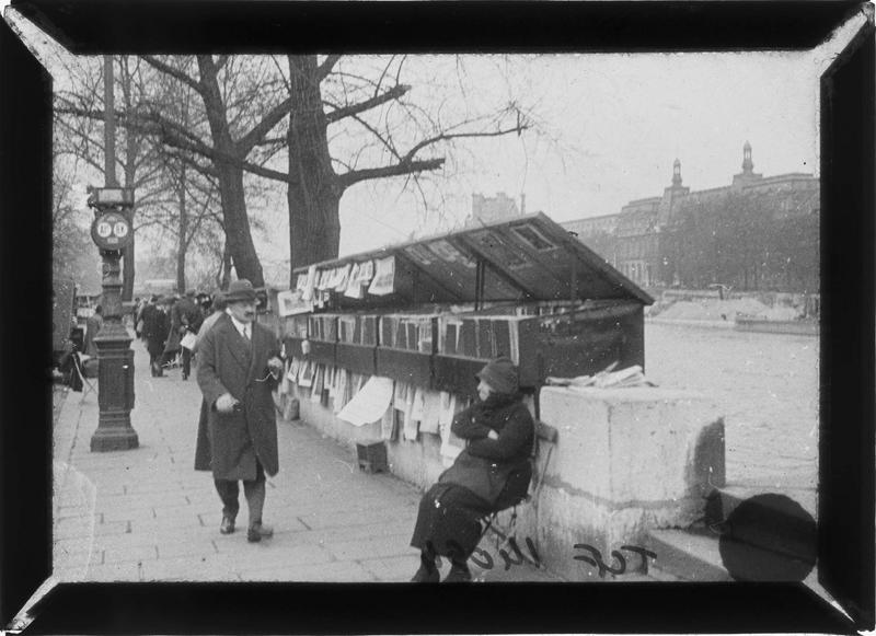 Bouquinistes sur le quai