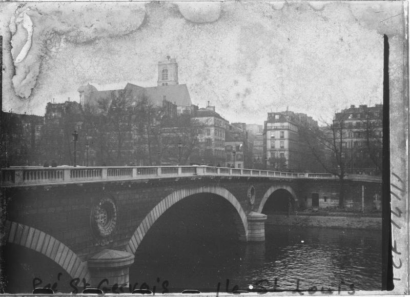 Pont sur la Seine depuis le quai de Bourbon
