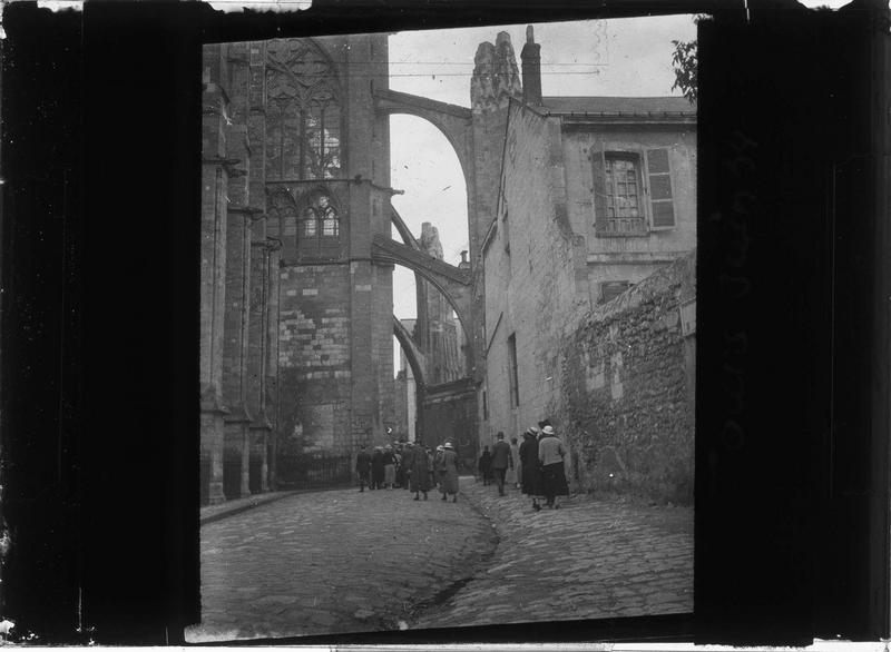 Arc-boutant à double volée, côté nord-est sur rue de la Psalette