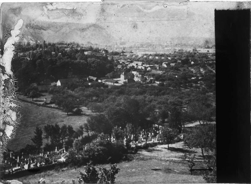 Panorama et cimetière en contrebas