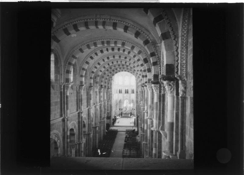 Intérieur : nef vers le choeur, depuis la tribune du narthex