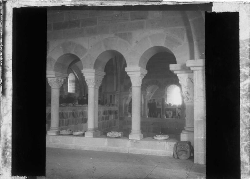 Intérieur : tribune du narthex, vue animée