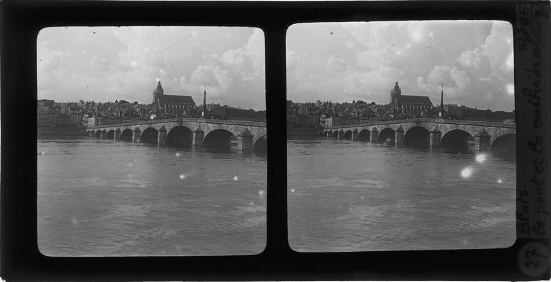 Ensemble sur la Loire depuis le quai Villebois-Mareuil