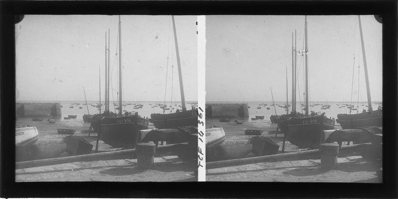 Bateaux à marée basse depuis le quai John-Kennedy