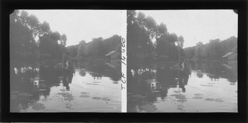Bords du Loir et pêcheur sur une barque