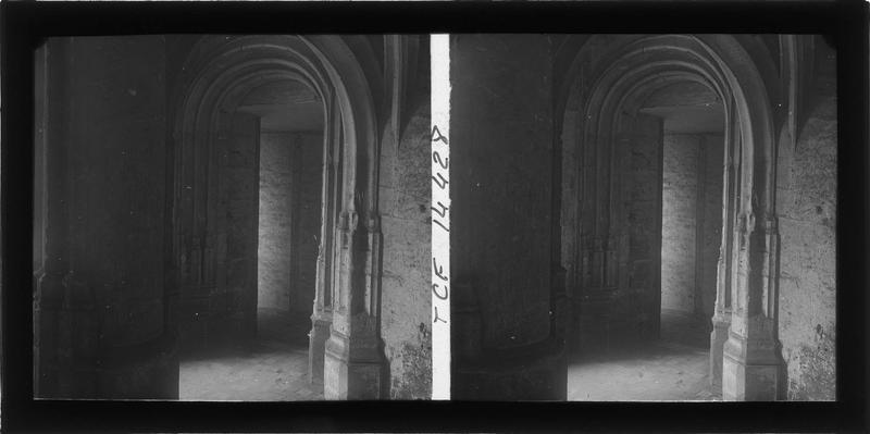 Intérieur : sous-sol, porte