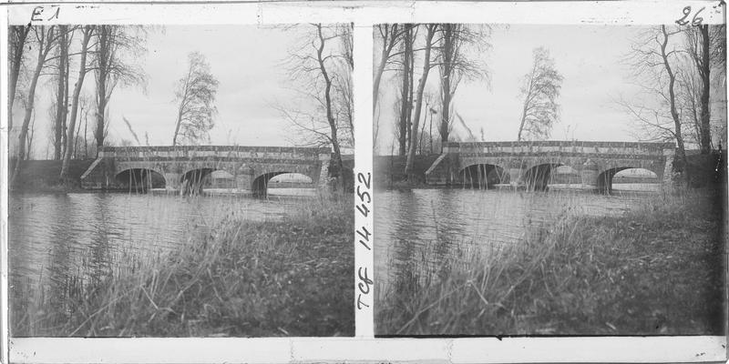 Pont sur la Conie