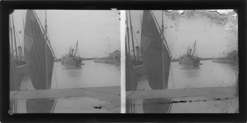 Bateaux amarrés depuis le quai