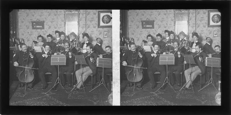 Intérieur : concert classique dans un salon