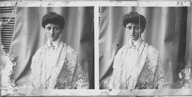 Portrait en buste d'une femme