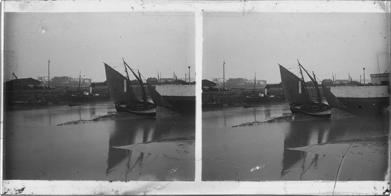 Ensemble à marée basse avec bateaux à sec depuis le quai des Passagers