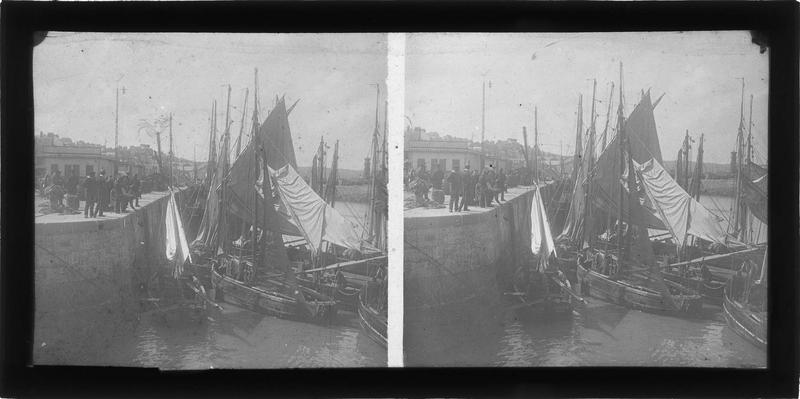Bateaux à quai, vue animée