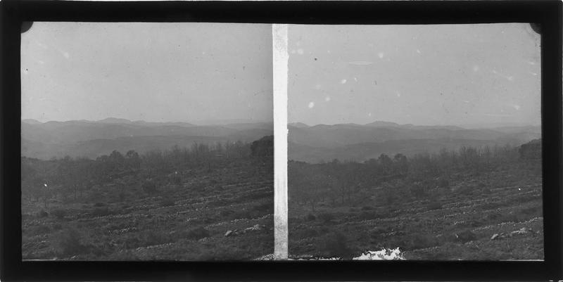 Paysage avec montagne en arrière-plan