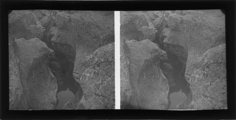 Ruisseau au creux des rochers
