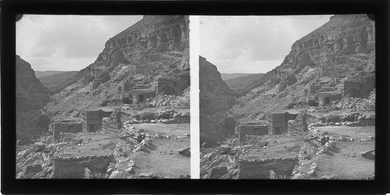 Ensemble à flanc de falaise dans le Canyon de l'Oued Abiod (supposé)