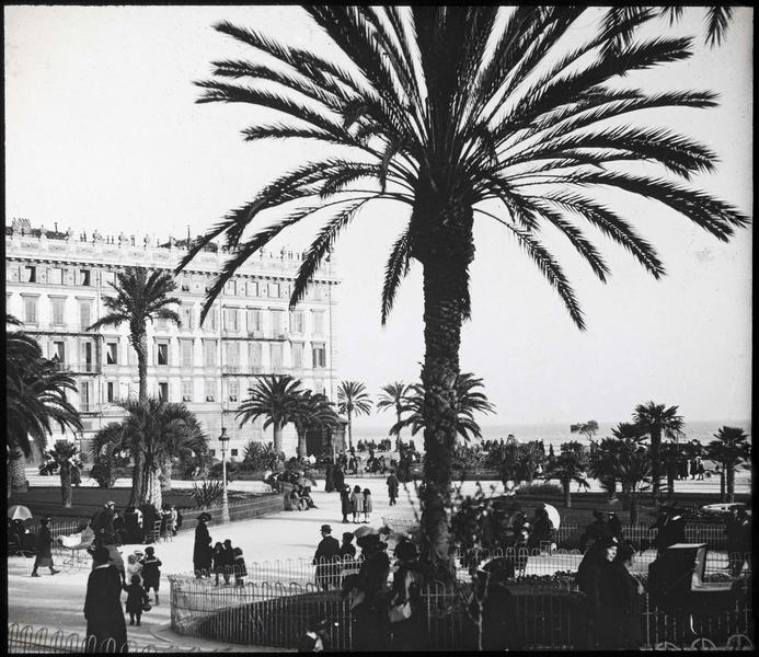 Jardin animé à l'angle de l'avenue des Phocéens et de la Promenade des Anglais